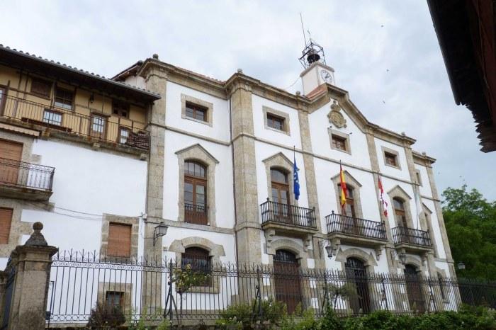 Fachada ayuntamiento de Candelario