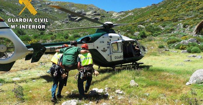 Rescatan un montañero en Gredos tras sufrir caída cuando saltaba unas piedras