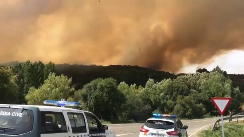 Las llamas devoran la Sierra de Gredos