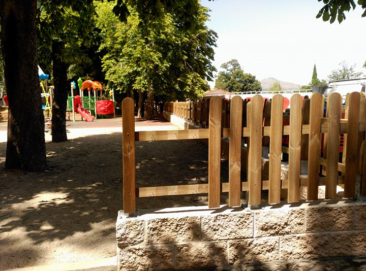 Los gilipollas repiten y vuelven a dañar la valla del parque infantil