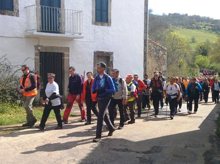 La marcha senderista La Salamanquesa a su paso por los Molinos de Pichón